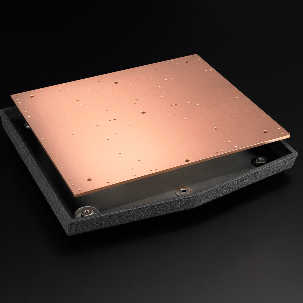 6mm thick copper-plated steel plate and die-cast aluminum chassis.